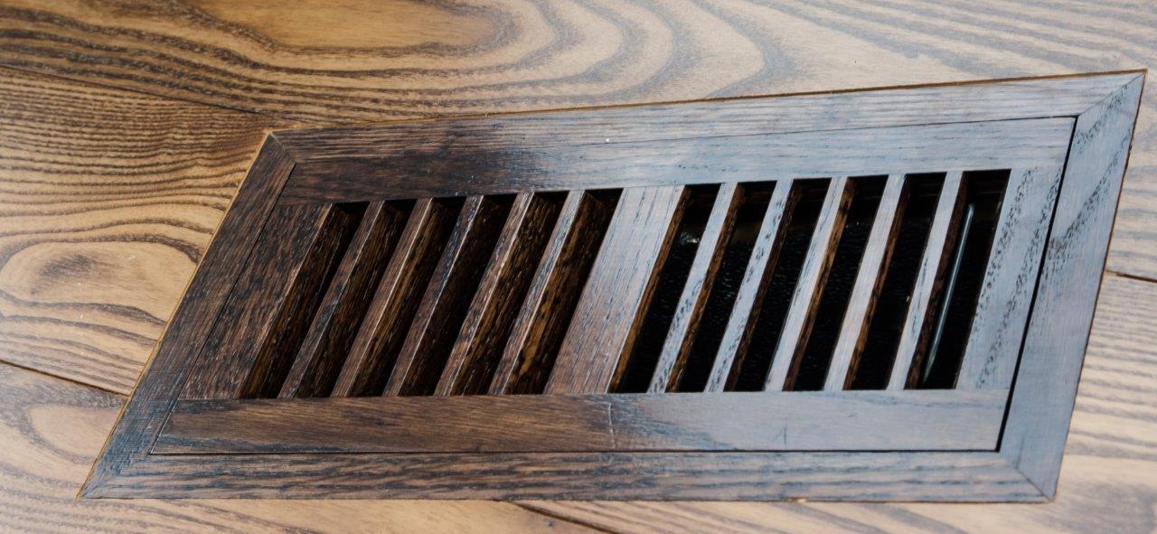 Drewniana kratka podłogowa